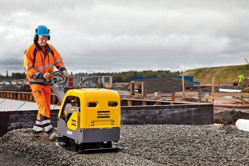 Atlas Copco LG400 forward and reversible plate application picture
